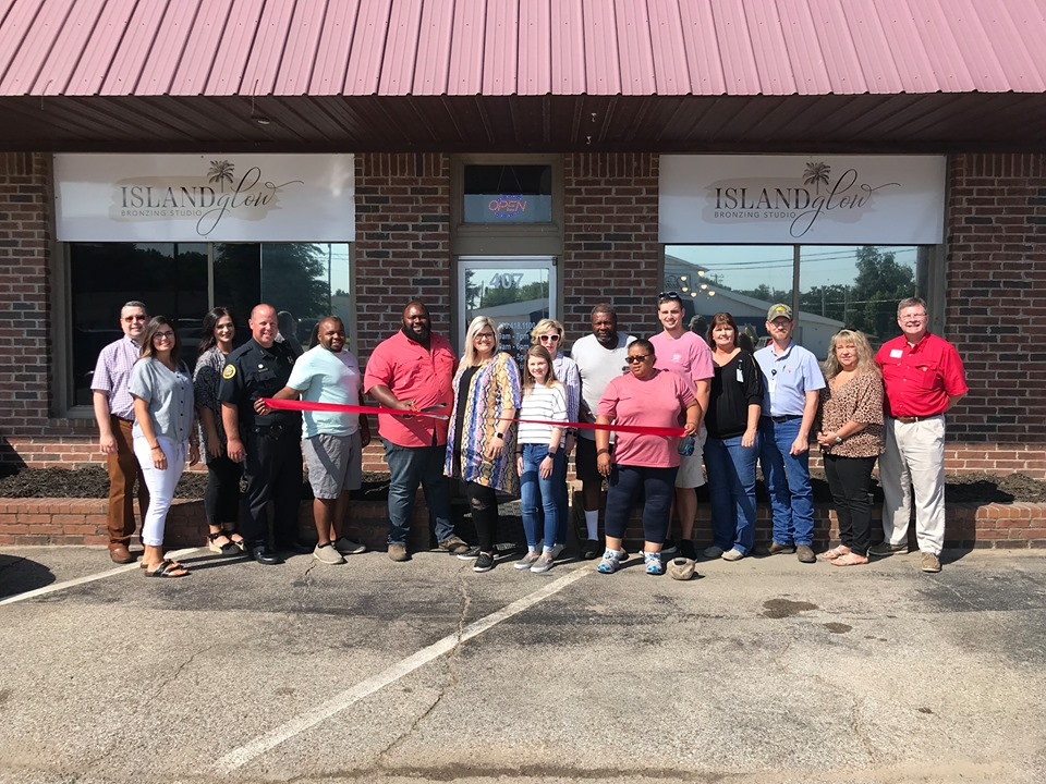 Ribbon cutting for Island Glow Bronzing Studio